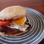 Morgenmadsburger med bacon