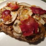 Pizza med pære, gorgonzola, parmaskinke og ahornsirup