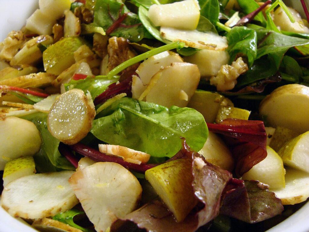 jordskokkesalat, jordskokker, salat, pærer, spinat, valnødder