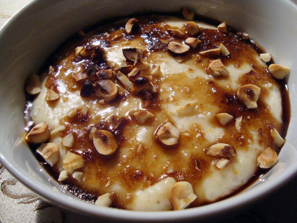 risdessert, dessert, grødris, ris, sødmælk, rørsukker, appelsiner, citroner, vaniljesukker, hasselnødder, nødder, farin