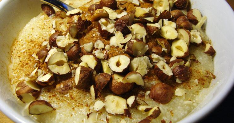 Hirsegrød og rugmels-hotdogbrød