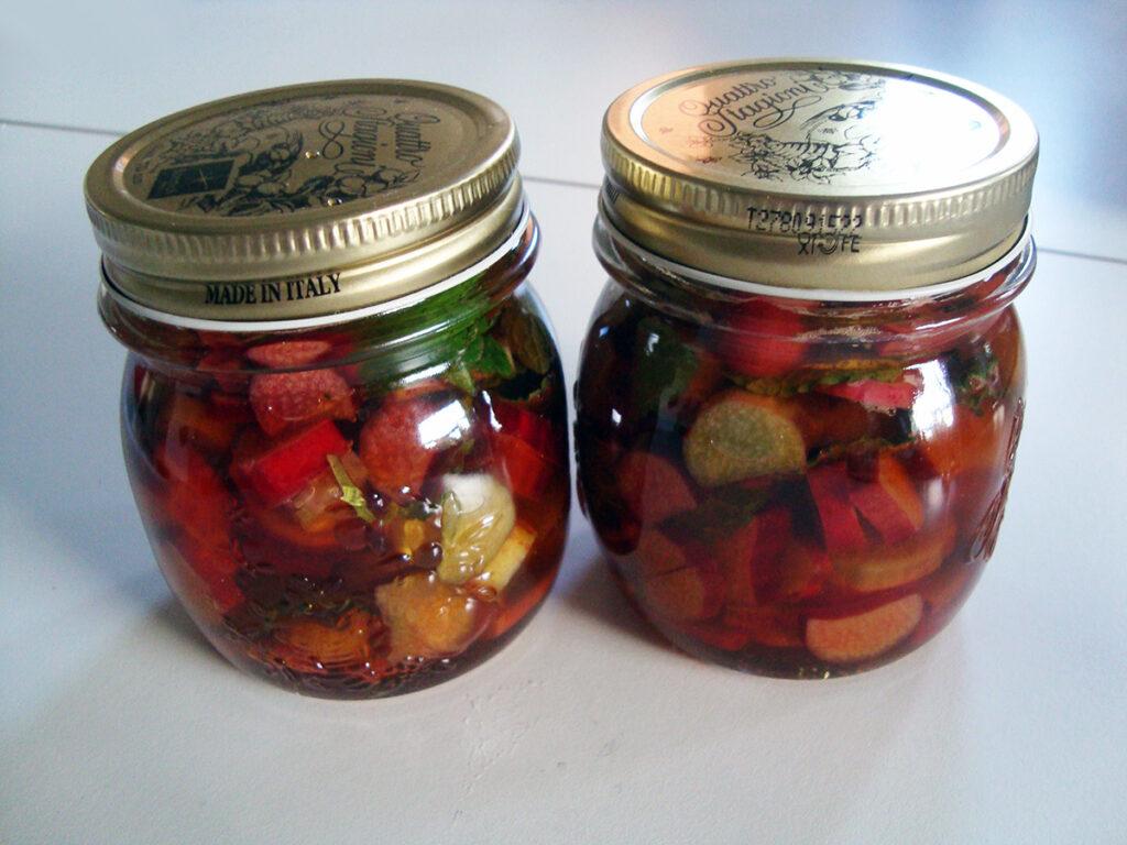 rabarberpickles, pickles, rabarber, chili, mynte, rørsukker, eddike,