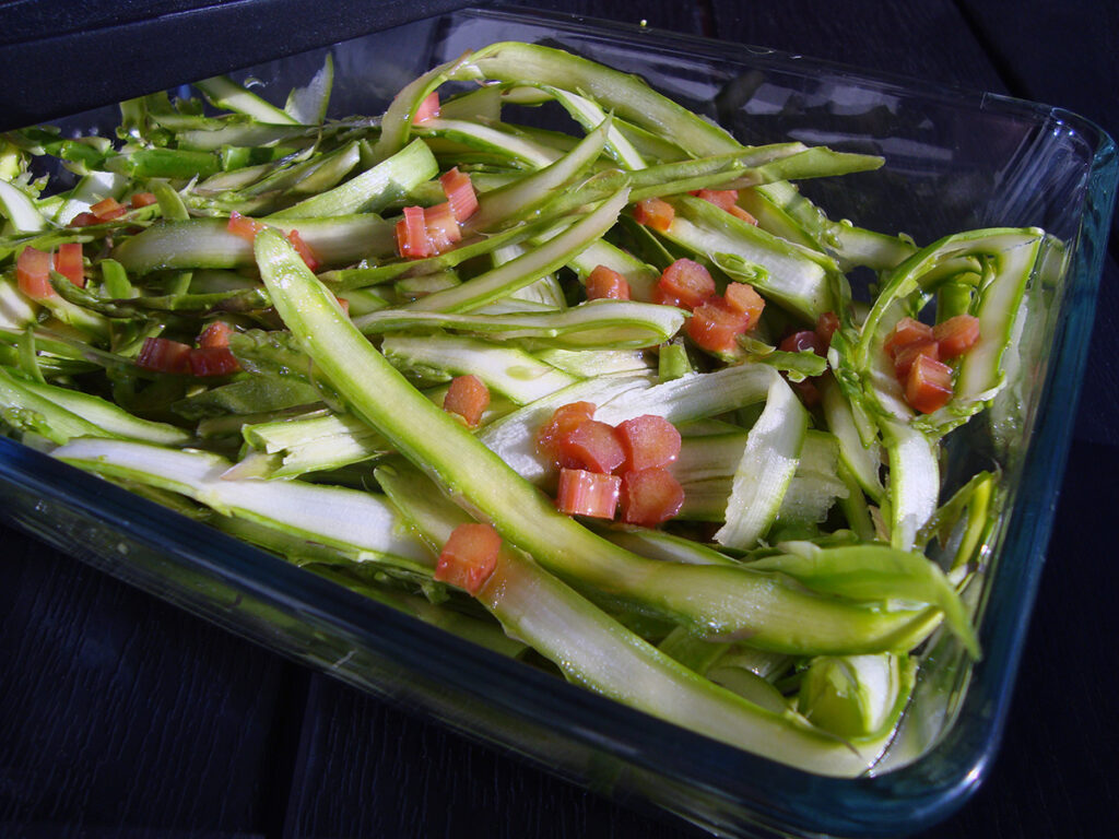 asparges-rabarbersalat, salat, asparges, rabarber, mørk farin, olivenolie, hvidvinseddike