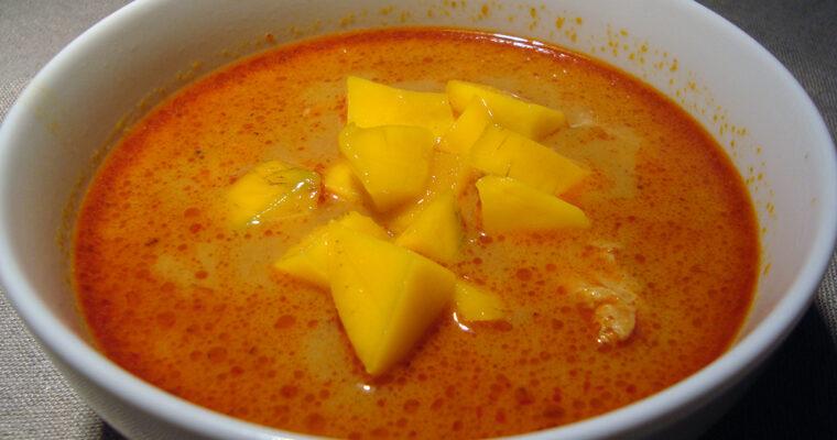 Stærk kyllingesuppe med mangotern