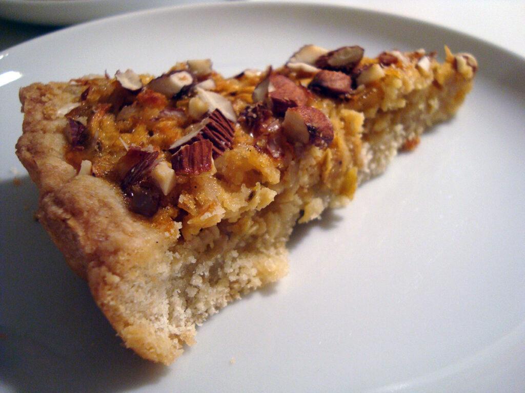 æble-marcipantærte, tærte, æbletærte, desserttærte, kage, dessert, hvedemel, rørsukker, smør, marcipan, æblesirup, sirup, æg, mørk farin, æble, mandler