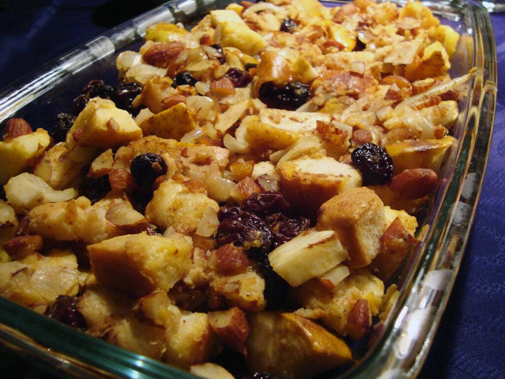 æble-mandelfyld, Thanksgiving, Thanksgiving Dinner, kalkunfyld, stuffing, æbler, mandler, løg, knoldselleri, kanel, toastbrød, rosiner, æg, æblecider