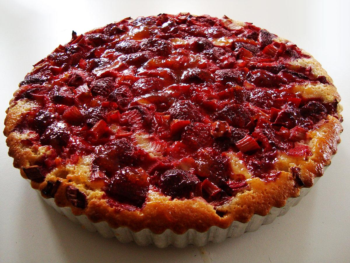 Jordbær-rabarbertærte
