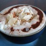 Varm chokolade med kokosflødeskum