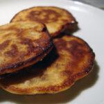 Stenbiderrogn med perlerugspandekager samt bøf med broccolipuré og blancheret blomkål