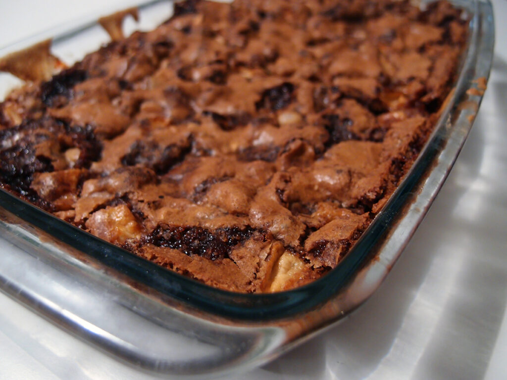 Apple Bars, æblekage, kage, dessert, mørk farin, smør, æg, æbler, hvedemel, bagepulver, kanel, nødder, hasselnødder