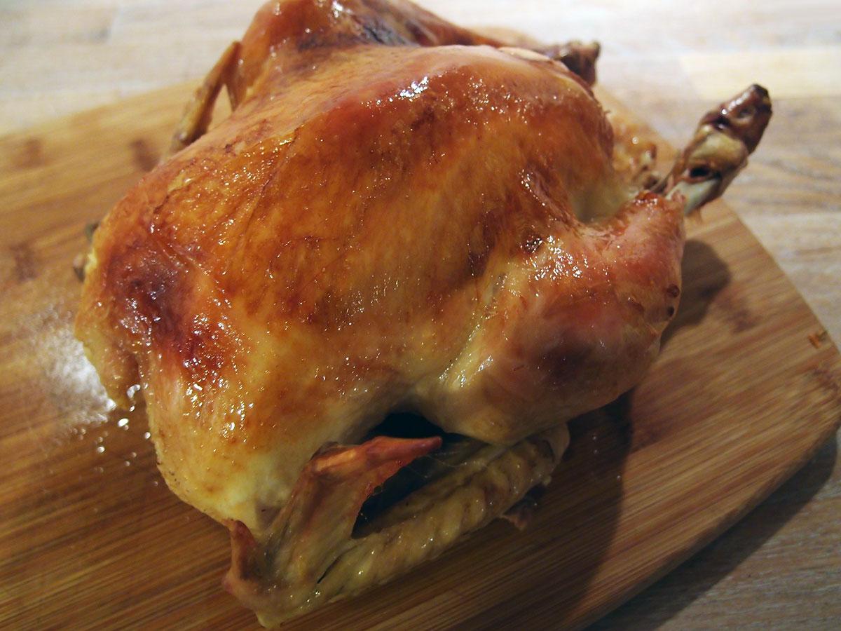 Kylling og rodfrugter i römertopf