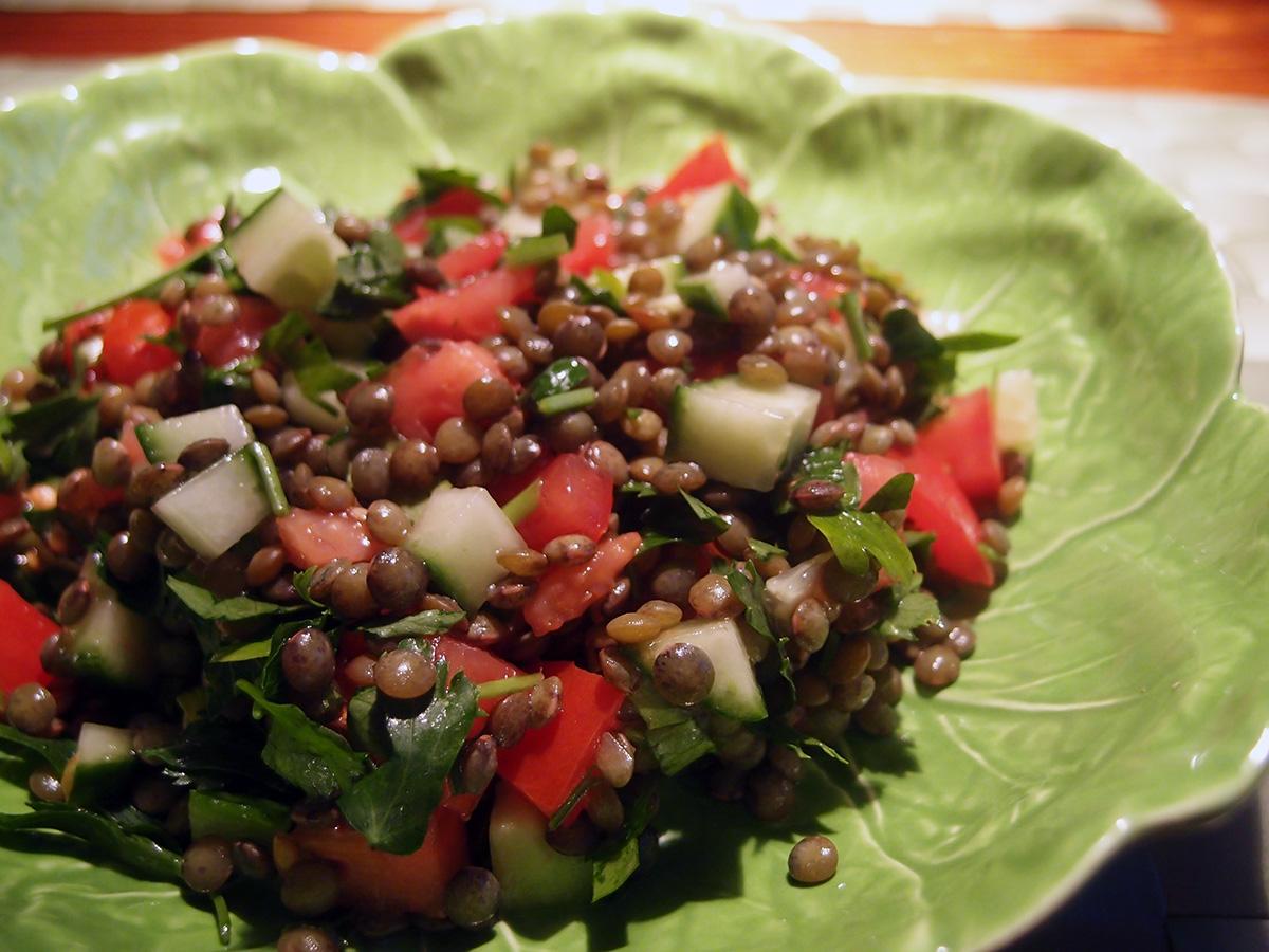 linsesalat, salat, vegansk, veganer, linser, tomater, persille, agurk