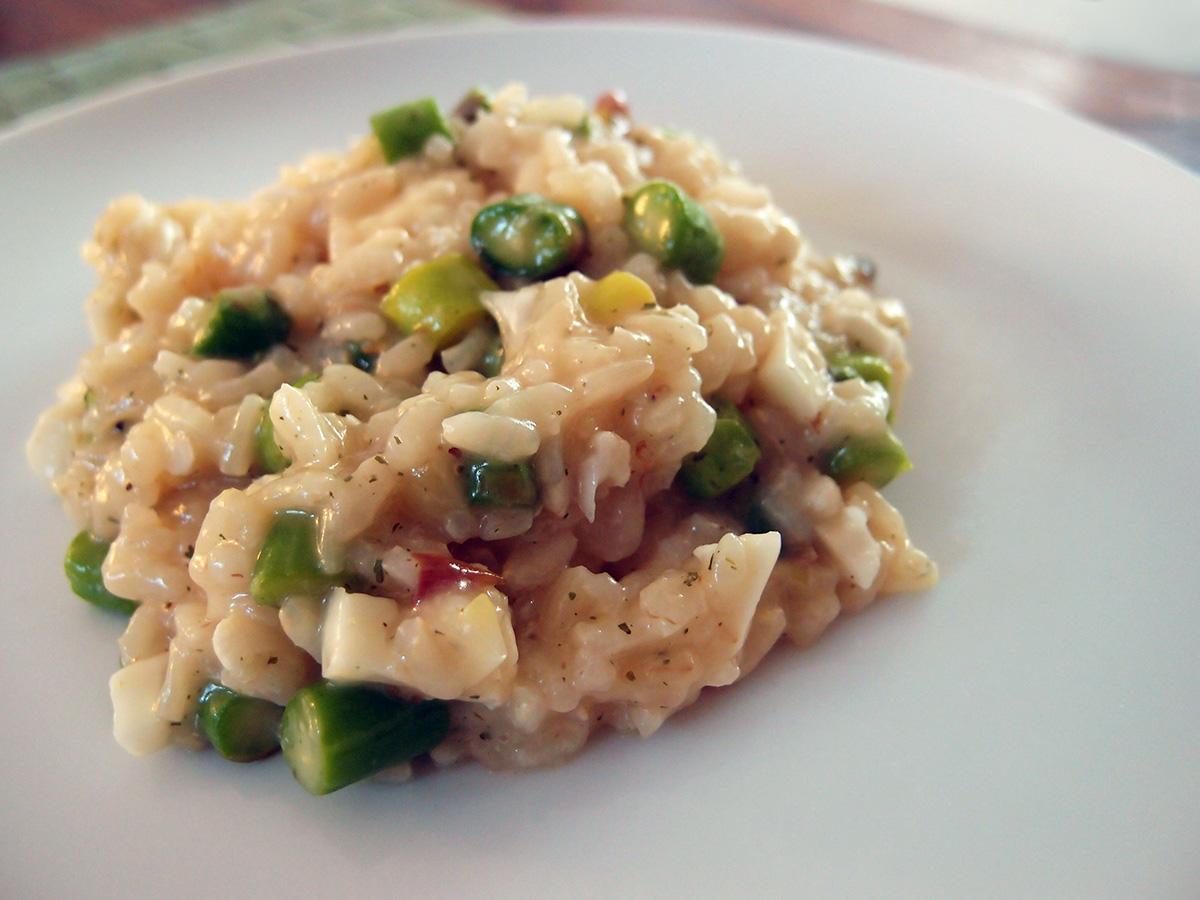 vegansk risotto, risotto, vegansk, veganer, skalotteløg, risottoris, grødris, hvidvin, bouillon, ramsløg, riscreme, asparges, blomkål