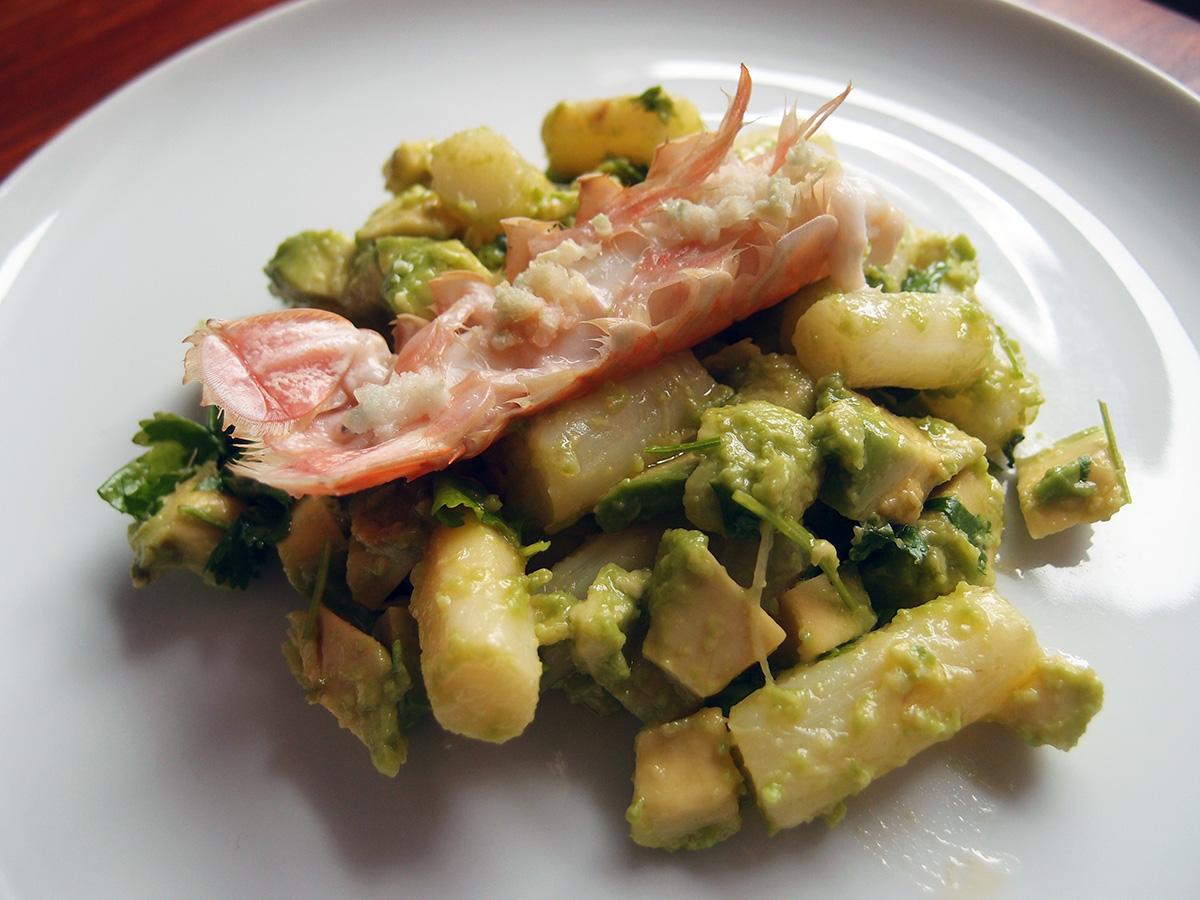 Jomfruhummer med hvide asparges og avokado