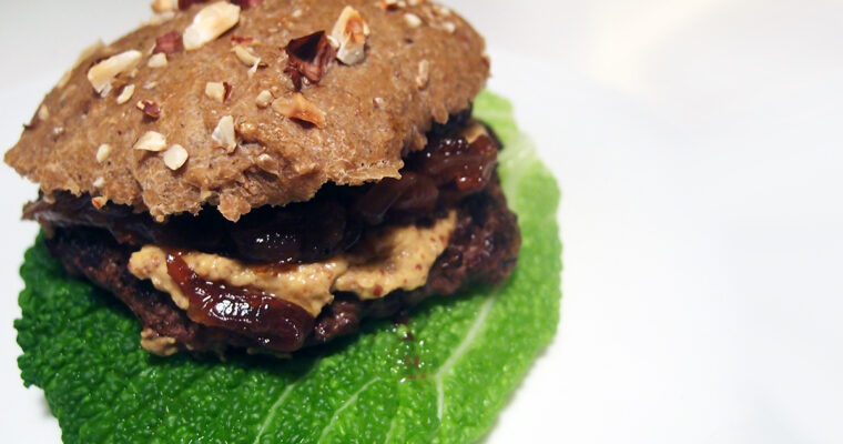 Krondyrburger med løgconfit og savoykål