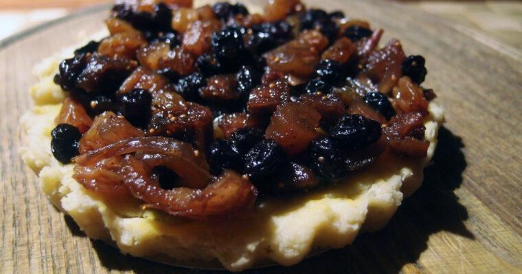 Middelaldertærte med tørrede frugter samt ostetallerken