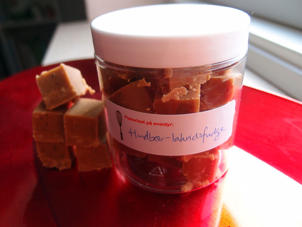 hindbærfudge, hindbær, kondenseret mælk, havtorn, smør, konfekt, mælk, fløde,