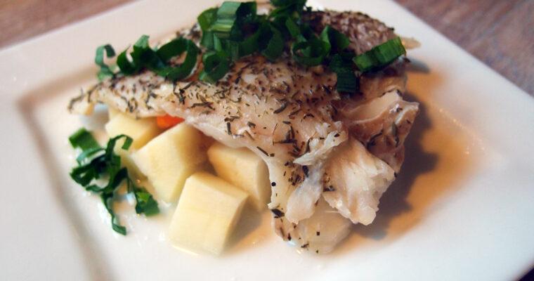Dampet torsk med hvidvin og rodfrugter