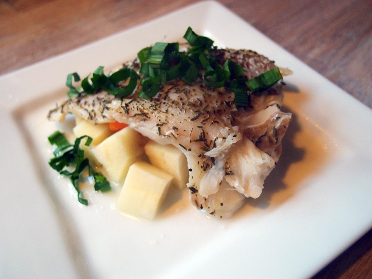 torskeret, dampet torsk, fisk, torsk, hvidvin, pastinakker, gulerødder