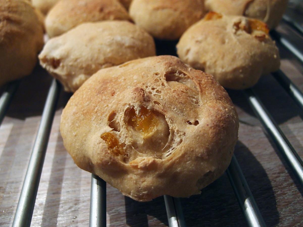 Abrikosboller og timian-olivenboller