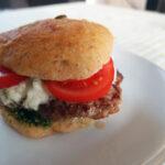 Dansk lammeburger med græsk touch