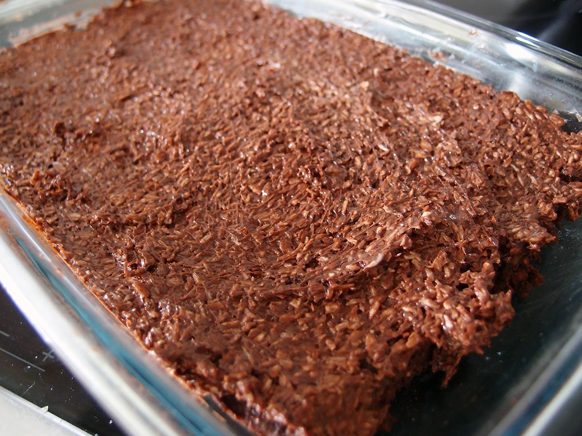 chokoladekage, kakaokage, kage, dessert, lchf-kage, tørrede abrikoser, abrikoser, rødbeder, nødder, hasselnødder, mørk chokolade, chokolade, vaniljepulver, vanilje, bagepulver, fløde, smør, kokosmel, stevia, kakaopulver, kaffe