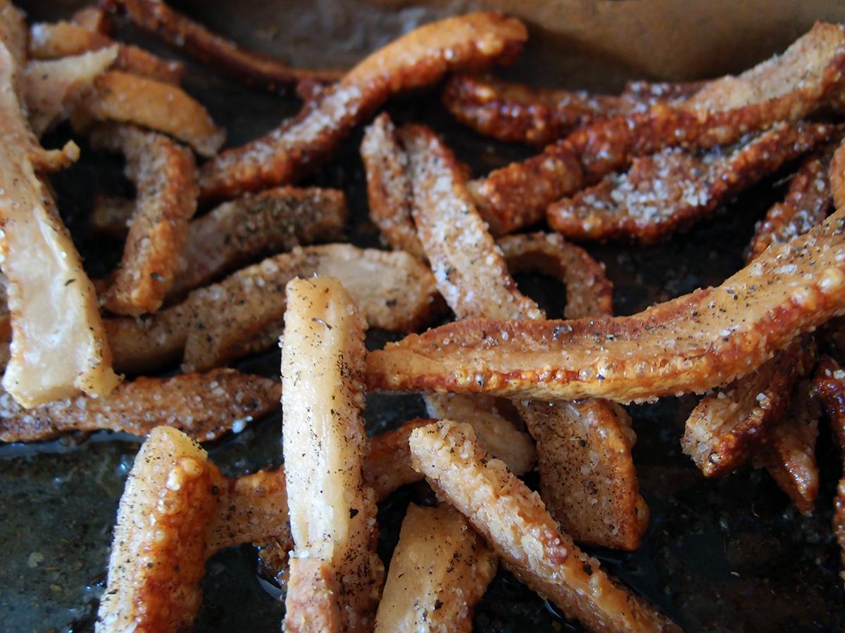 hjemmelavede flæskesvær, flæsk, svinekød, svinehud, svin, snack, svinebolsjer, flæskechips