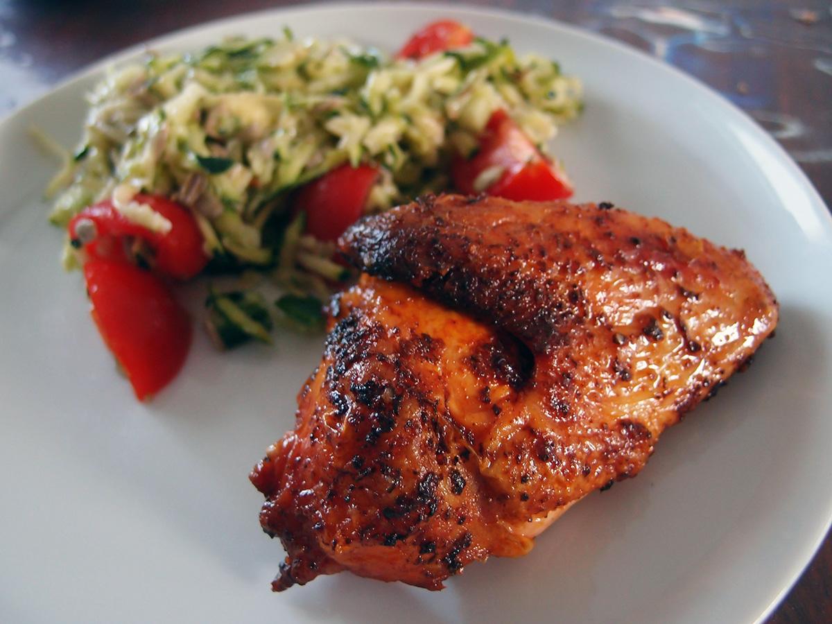 Grillet kylling med paprika-rub og tomat-squash-salat - LCHF-style