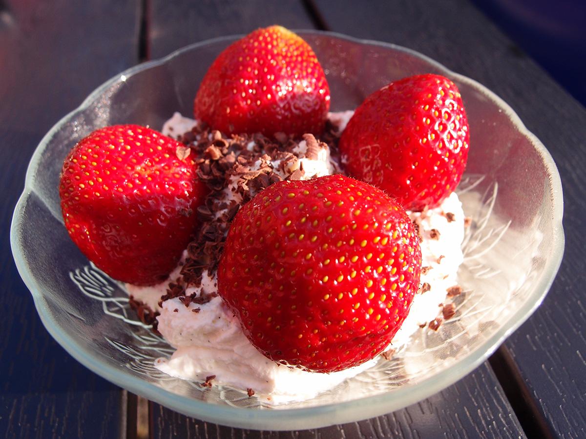 jordbær, bær, jordbærdessert, jordbærbakker, Ventegodtgård, mascarponecreme, creme, sommerdessert, chokolade