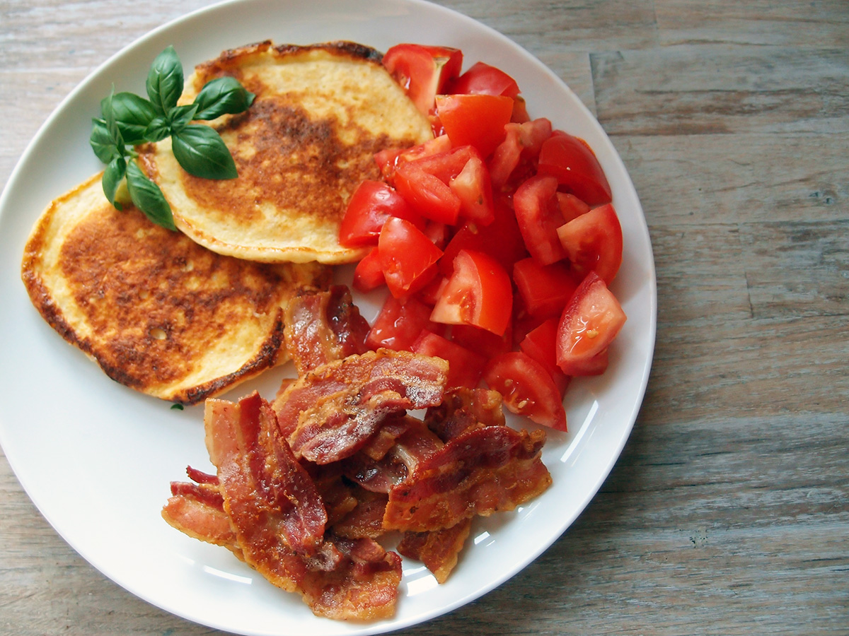 Hytteost-pandekager – LCHF-style