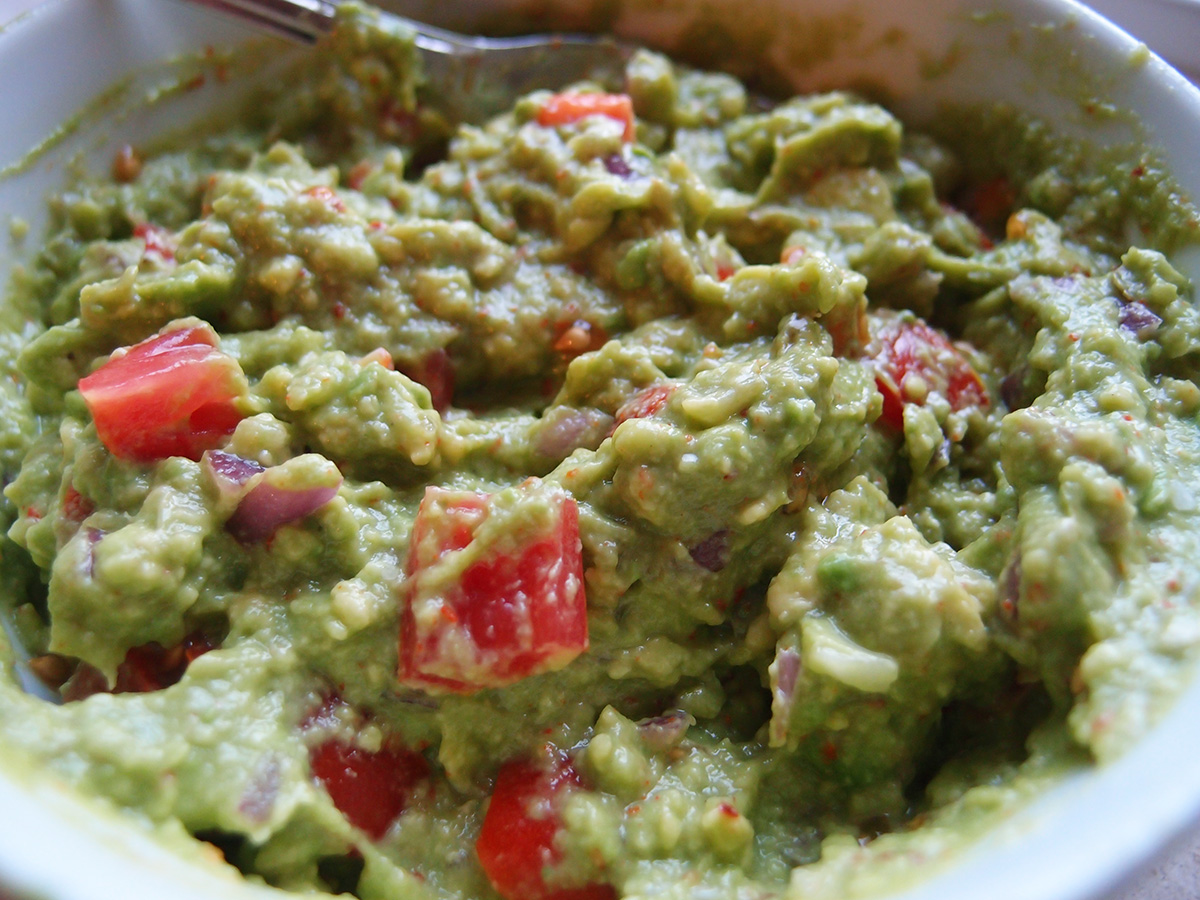 guacamole, mexicansk, dip, avokadodip, avokado, tomater, chilipulver, hvidløg, rødløg, lime