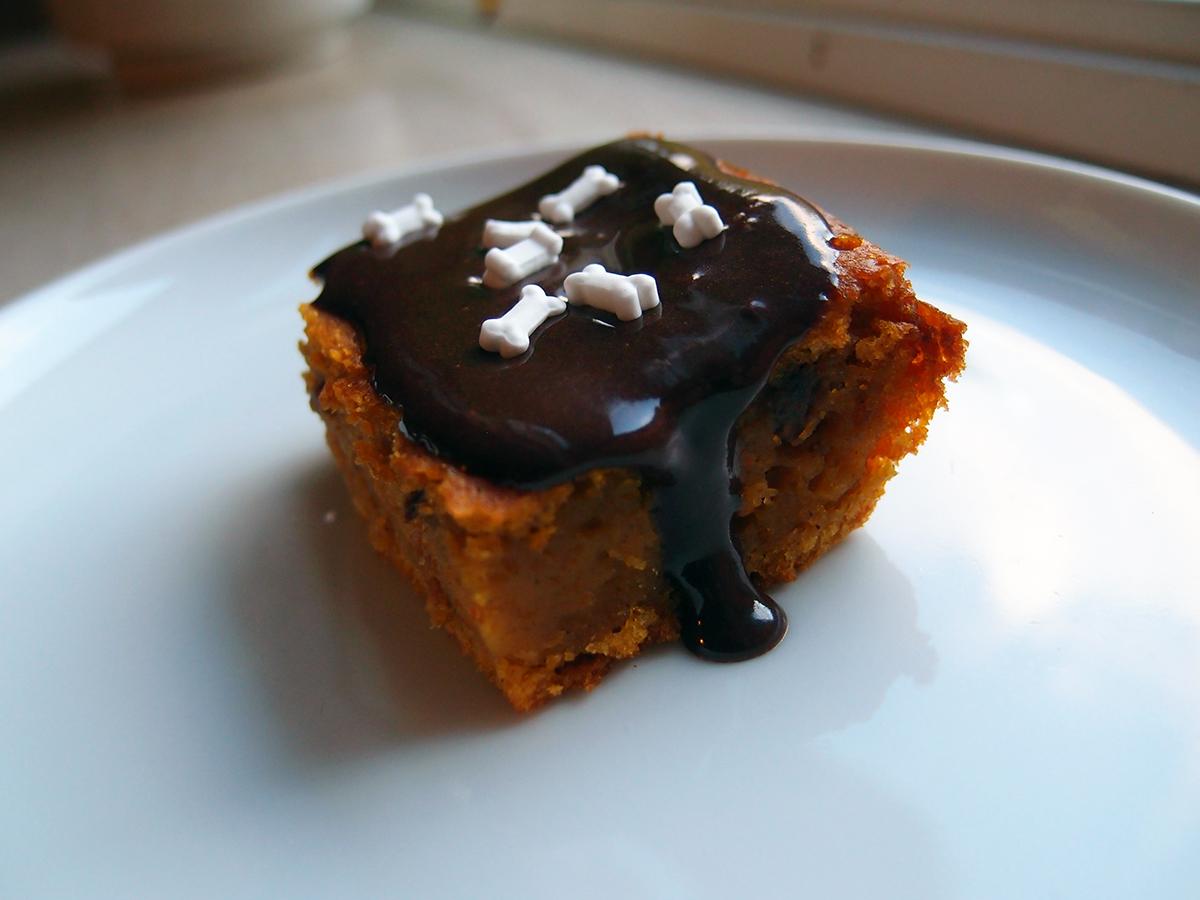 Græskarkage med kanel, valnødder og kakaoglasur