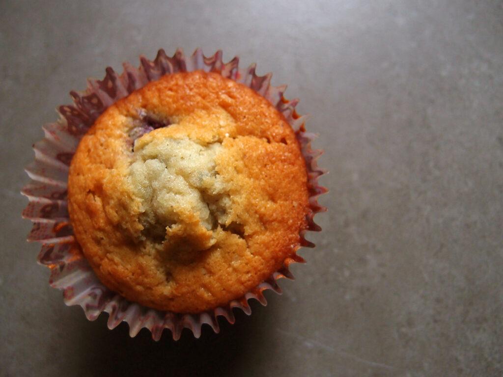 blåbærmuffins, blåbær, muffin, kage, dessert, hvedemel, rørsukker, smør, æg, bagepulver, vaniljesukker, mælk