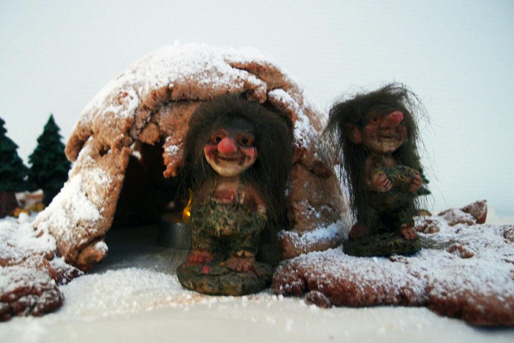 gingerbread cave, ingefærbrød-grotte, jul, smør, mørk farin, sirup, rørsukker, æg, hvedemel, kanel, ingefær, nelliker, flormelis