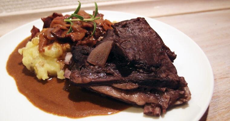 Rådyrribben med bacon, rødvin og fennikelfrø