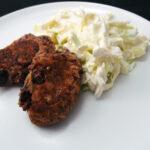 Vegetar-frikadeller og hvidløgs-kålsalat