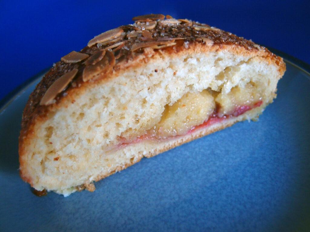 gammeldags kringle, wienerbrød, kage, dessert, kringle, marcipan, rabarber, mælk, gør, æg, hvedemel, rørsukker, smør, mandler
