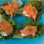 Laksehapsere med salat og hytteost