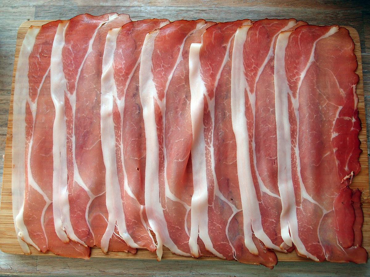 grillet svinemørbrad, svinemørbrad, svinekød, skinke, lufttørret skinke, sennep, timian, grill