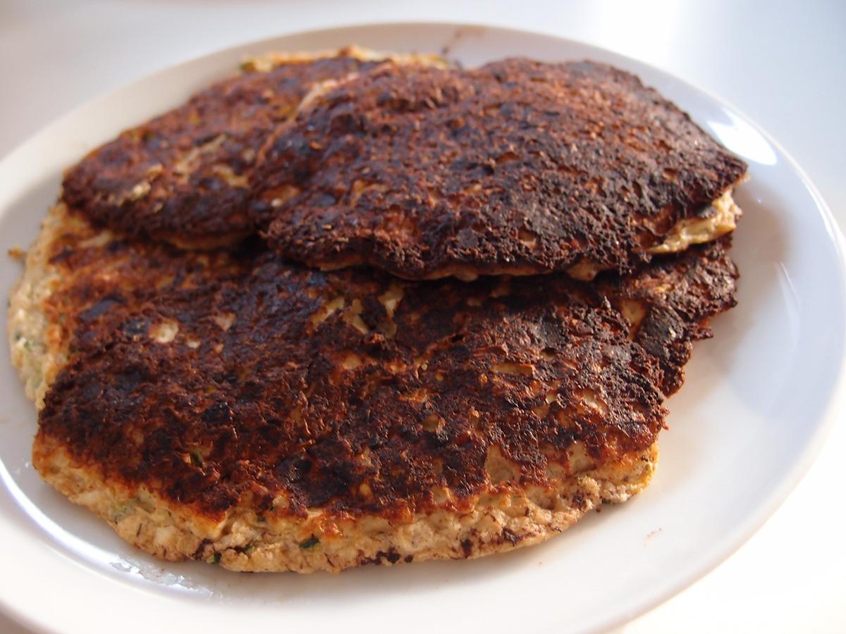 squashpandekager, pandekager, vegetar, frokost, hytteost, æg, squash, fiberHUSK, timian, hasselnødder