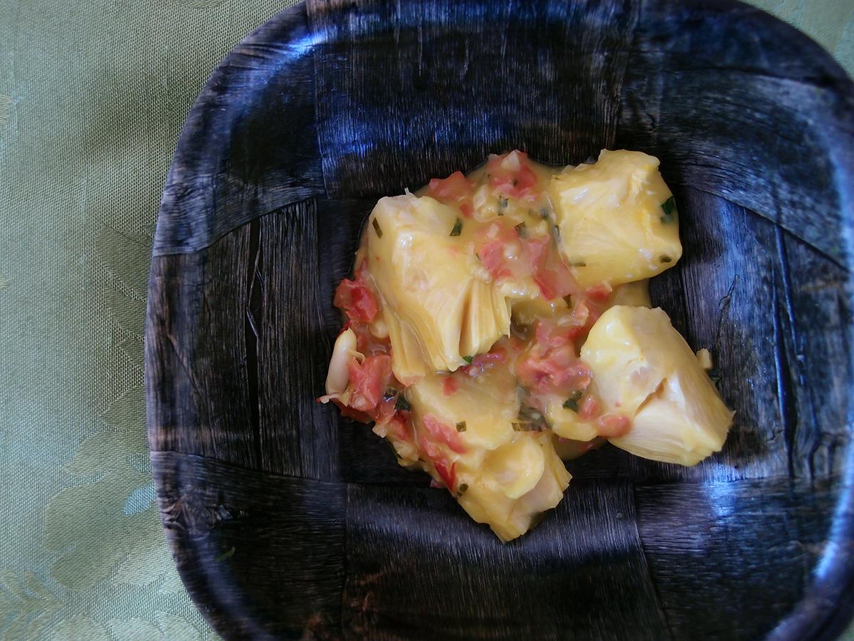 Alcachofas de azafrán, artiskokhjerter i safransauce, artiskokker, artiskokhjerter, safransauce, sauce, safran, hvedemel, hvidvin, serrano-skinke, skinke, tapas, forret, mynte, hvidløg
