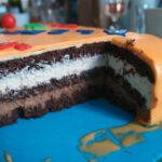 Fødselsdagslagkage med jordbærmousse og chokolademousse