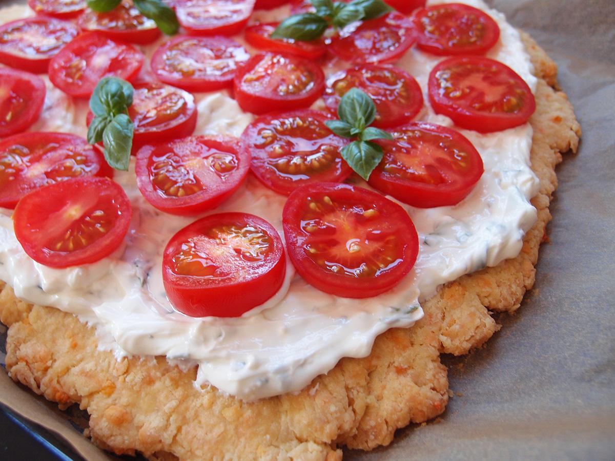 tomattærte, madtærte, tærte, tomater, hvedemel, ost, cheddar, æg, smør, flødeost, creme fraiche, basilikum, hvidløg
