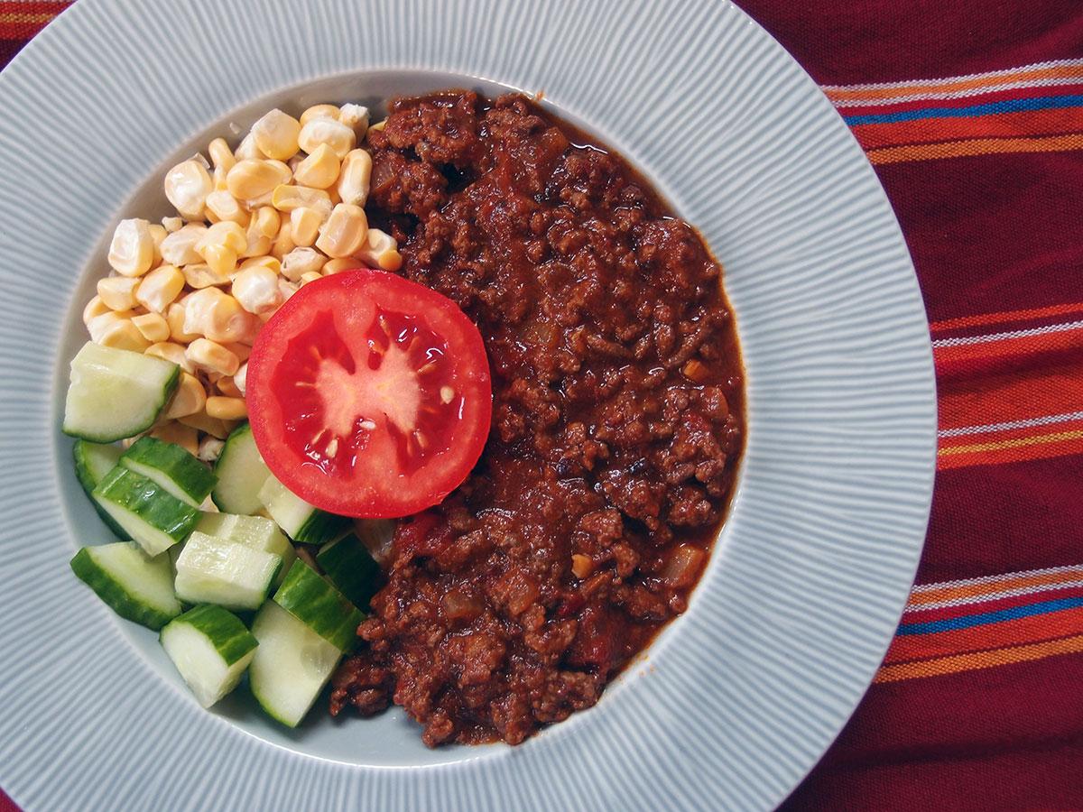 True Texas chili, Texas chili, chili con carne, oksekød, hakket oksekød, chili, pasilla chili, arbol chili, tomater, tomatpuré, røget paprika, nelliker, hvidløg, øl