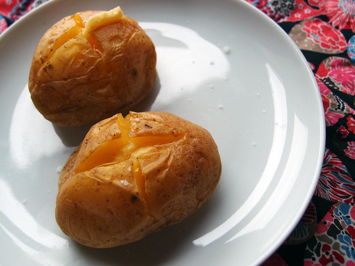 Bagte kartofler i mikroovn