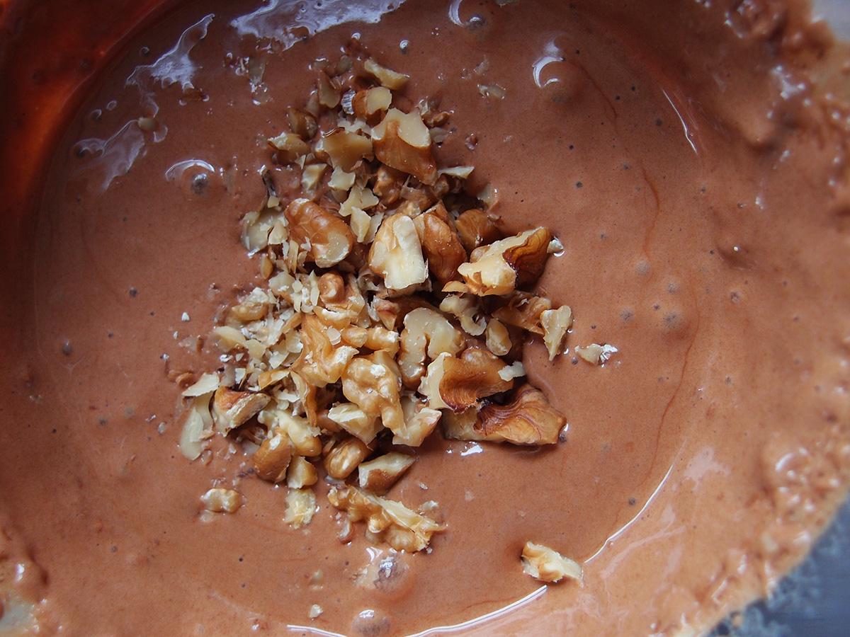 chokolademousse, chokoladedessert, dessert, chokolade, mørk chokolade, skumfiduser, kaffe, pulverkaffe, valnødder, æg, æggehvider, yoghurt naturel