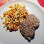 Kyllingefarsbrød og lun græskar-blomkålssalat