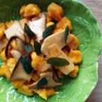 Græskar-gnocchi med kejserhatte og salvie