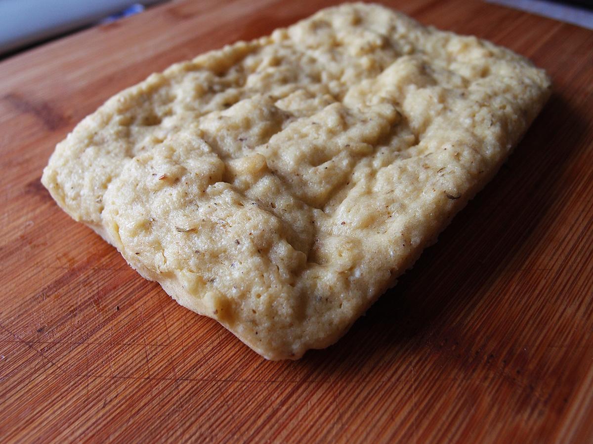 lchf-brød, brød, lchf, æg, olivenolie, fiberHUSK, sesamfrø, timian