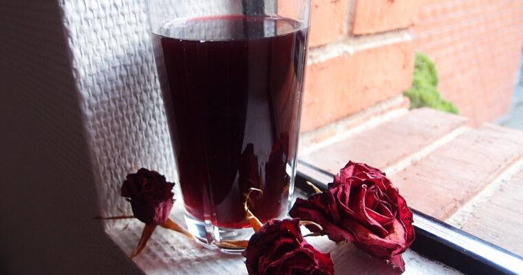 Varm hyldebærsaft med Pernod